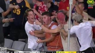 Cricket Fan Takes One-Handed Catch off a Ross Taylor Six, Wins $50,000 During Australia's T20 win over New Zealand in Auckland