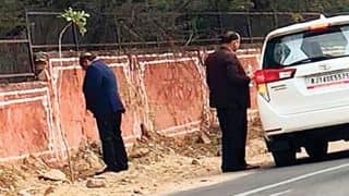 Jaipur: Rajasthan Health Minister Urinates in Public, Says 'Not a Big Issue'; Congress Trolls