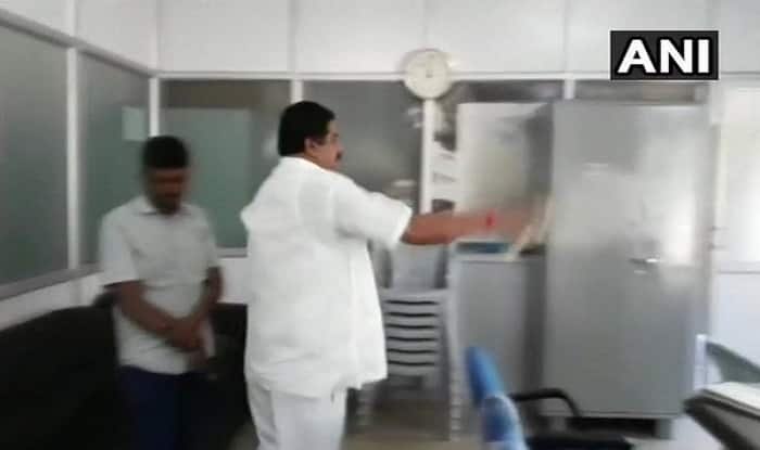 Karnataka Congress leader threatens to set govt office on fire in Bengaluru
