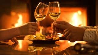 Valentine's Day 2018 Restaurant Offers: Dine at These Romantic Restaurants in Mumbai Without Burning a hole in Your pocket This Valentine's Day
