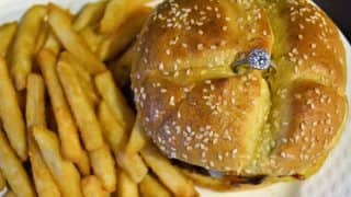 Valentine's Day 2018: Burger Worth Rs 2 Lakh Encrusted with Gold and Diamond Engagement Ring Offered in Massachusetts Restaurant