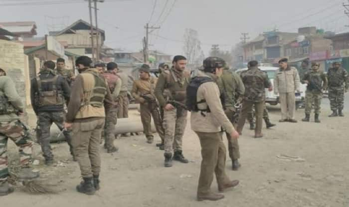 J&K: 4 injured as militants hurl grenade at CRPF party in Tral