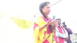 BJP Minister Yashodhara Raje Scindia Threatens Not to Provide Ujjawala Gas Connections If Voters Choose Congress in Kolaras Assembly Bypoll