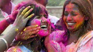 Holi 2019: डॉक्टर से जानें कैसा और किस रंग का गुलाल बेहतर, त्वचा पर हो जलन तो क्या करें?