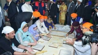 Canadian Prime Minister Justin Trudeau Learns How To Make Rotis From Chef Vikas Khanna In Golden Temple, Amritsar