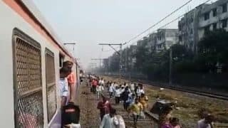 Mumbai Local Train Status: Operation of Trains at Nalasupara, Virar Station Resumes After Remaining Stalled For Hours Due to Protests Over Pulwama Terror Attack
