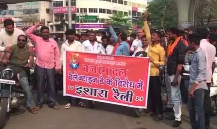 VHP, Bajrang Dal Members Detained for Threatening Couples in Gujarat