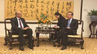 foreign secretary vijay gokhale visited china | मालदीव पर तनाव के बीच चीन पहुंचे विदेश सचिव, द्विपक्षीय संबंधों पर की चर्चा