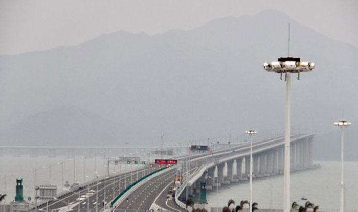 चीन में समुद्र के ऊपर बना पुल. (फोटो साभारः पुल निर्माण कंपनी एचजेडएमबी)