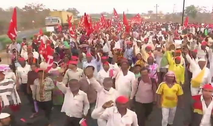 Thousands of Indian farmers march to Mumbai seeking government support