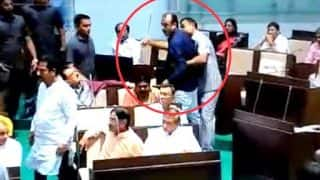 Gujarat Assembly Turns Into Boxing Ring as Congress MLA Punches, Attacks BJP MLA With Belt