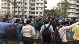 Mumbai Local Status: Trains Halted, Delayed on Central Line as Students Protest Between Matunga And Dadar Railway Stations