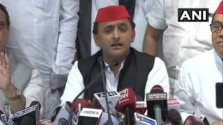 Uttar Pradesh Lok Sabha Bye-elections 2018: Samajwadi Party Wins Gorakhpur, Phulpur; Akhilesh Yadav Says People United And Brought 'Bure Din' For BJP