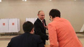 रूस में राष्ट्रपति चुनाव: चौथी बार प्रेसिडेंट बनने के लिए पुतिन ने की वोटिंग, नतीजे सोमवार को