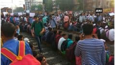 मुंबई: नौकरी की मांग को लेकर रेलवे ट्रैक पर बैठे छात्र, कई ट्रेन कैंसिल, यात्री परेशान