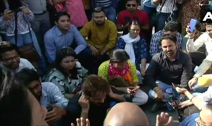 Cops stall JNU student-teacher march to Parliament