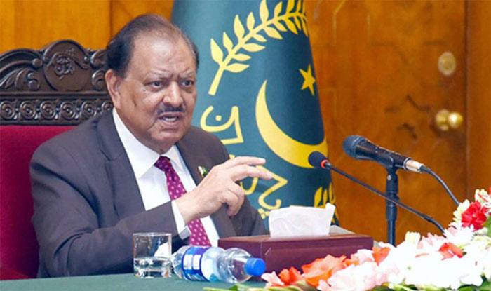 इस्लामाबाद में शुक्रवार को पाक डे पर पाकिस्तानी राष्ट्रपति ने भारत पर कई आरोप लगाए, जबकि ऐसे कार्यक्रम में पहली बार भारतीय अफसर बुलावे पर पहुंचे थे. ( फोटो साभार टि्वटर)