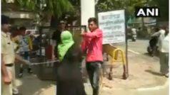 VIDEO: रेप पीड़िता की मां ने पुलिस कस्टडी में आरोपी को धुना