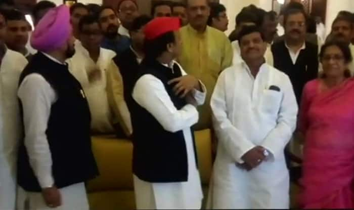 राज्यसभा चुनाव में जयबच्चन की जीत पर एसपी नेताओं का डिनर शुक्रवार रात को आयोजित हुआ, लेकिन पार्टी कार्यालय में शनिवार को होने वालाा जश्न स्थगित कर दिया गया.
