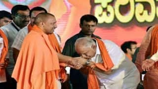 Congress Takes a Dig at Former Karnataka CM BS Yeddyurappa, Asks Him to Stop Bowing Before Outsiders After BJP Loses Yogi Adityanath's Home Seat