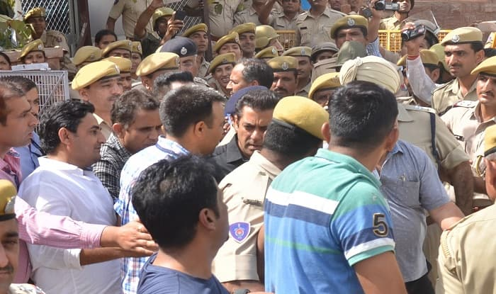 Salman Khan Outside Jodhpur Court