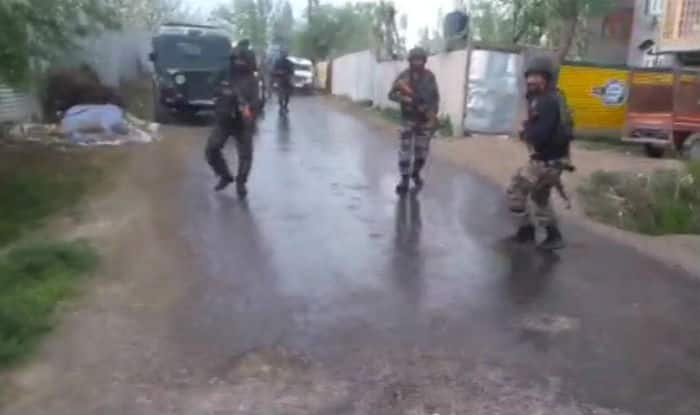 2 securiy personnel injured in ongoing encounter in Shopian