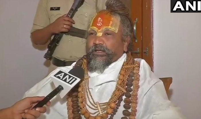 राज्यमंत्री का दर्जा मिलने के बाद इंदौर के कंप्यूटर बाबा ने नर्मदा घोटाला रथ यात्रा रद्द करने की घोषणा की. (फोटोः एएनआई)