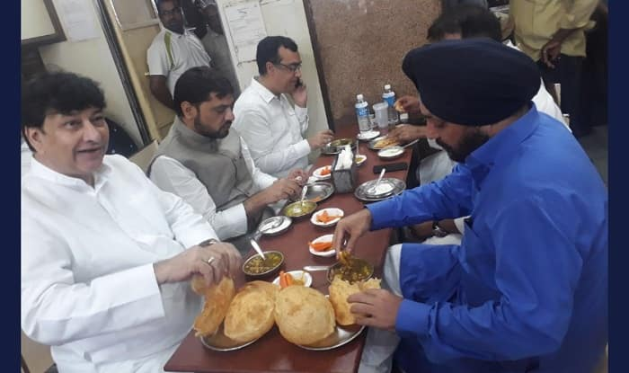 Congress's hunger strike for social harmony begins on a controversial note