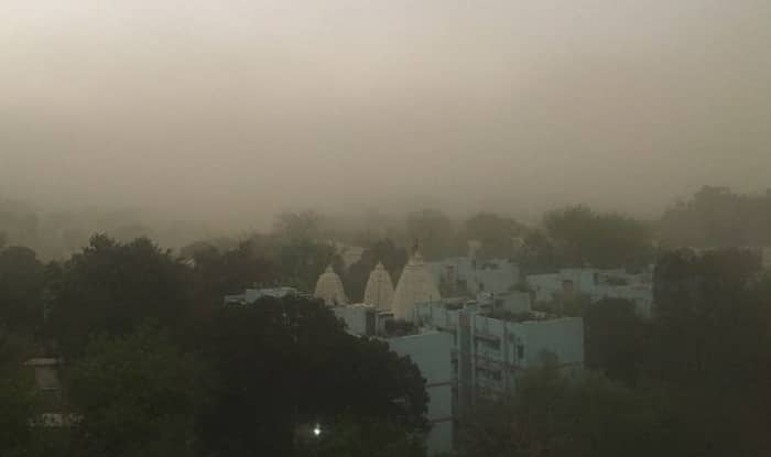 Dust storm hits Delhi, flights delayed up to one hour
