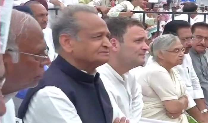 Congress Day-long Fast For Communal Harmony Live News Updates: Rahul Gandhi Arrives at Rajghat, Joins Protest