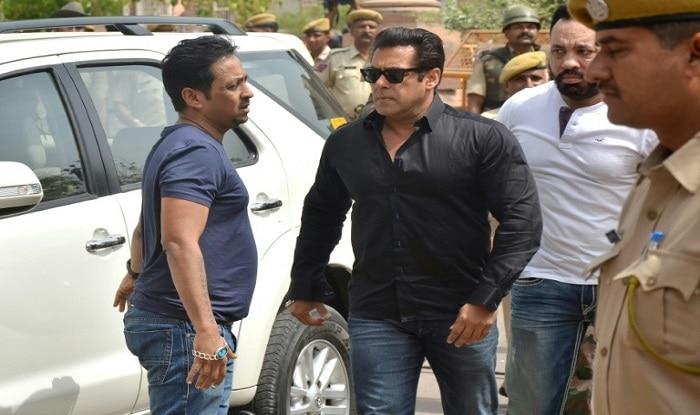 Salman-Khan outside Jodhpur Court