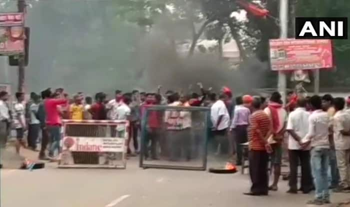bharat bandh live news updates 10 april sc st act dalit protest violence transport shut india