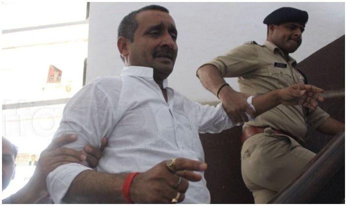 बीजेपी विधायक को इस तरह हाथ पकड़ सीबीआई कोर्ट ले जाया गया था.
