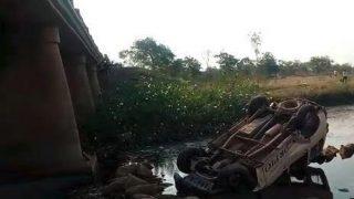 छत्तीसगढ़ : 50 करोड़ रुपए नकद लेकर जा रही थी वैन, नाले में गिरी, 7 लोग घायल लेकिन पैसा सुरक्षित