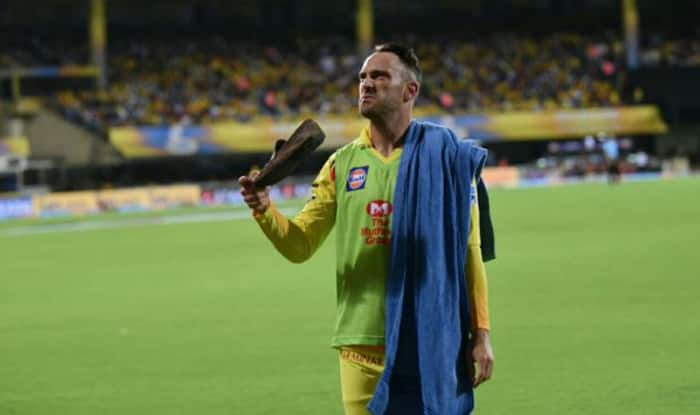 Protesters throw shoes during CSK-KKR game