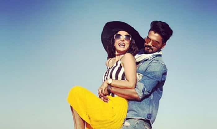 Hina Khan And Rocky Jaiswal Dancing To Aye Meri Zohra Jabeen Is
