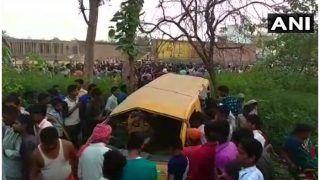 कुशीनगर में स्कूल वैन ट्रेन से टकराई, 11 बच्चों की मौत
