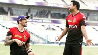 IPL 2018: Mitchell Johnson, Piyush Chawla Share a Light Moment During Kolkata Knight Riders Practice Session