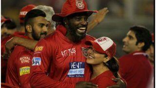 VIDEO: जीत के बाद प्रीति जिंटा ने गेल को पानी पिला-पिलाकर केक खिलाया