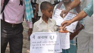 थानेदार को रिश्वत देने के लिए अनाथ बच्चे ने सड़क पर मांगी भीख, जानें क्या है मामला