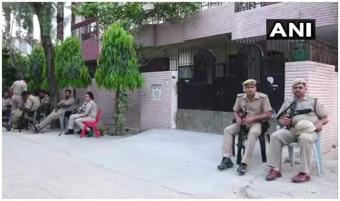 मुजफ्फरपुर के एसएसपी विवेक कुमार के पैतृक आवास सहारनपुर पर विजिलेंस की टीम ने छापेमारी की. फोटो-ANI