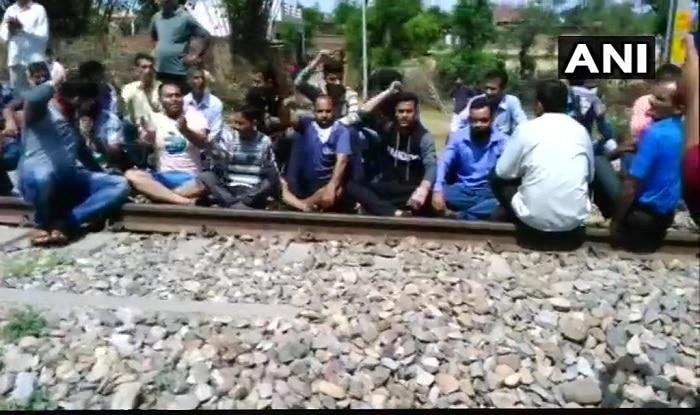 Protesters Block Railway Track in Samba; Demands CBI Inquiry in Kathua Rape Case