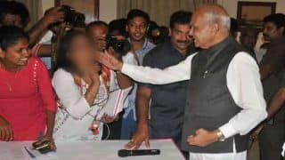 Tamil Nadu Governor Banwarilal Purohit in Trouble Yet Again as Female Journalist Accuses Him of Patting Her on Cheek Without Consent