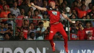 IPL 2018: AB De Villiers One Hand Catch Has Twitter Fans Comparing Him With Spider-Man and Super Man, Watch Video