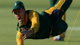 बेंगलोर के खिलाफ चेन्नई ने जीता टॉस, पहले फील्डिंग करेगी, दोनों टीमों में तीन-तीन बदलाव