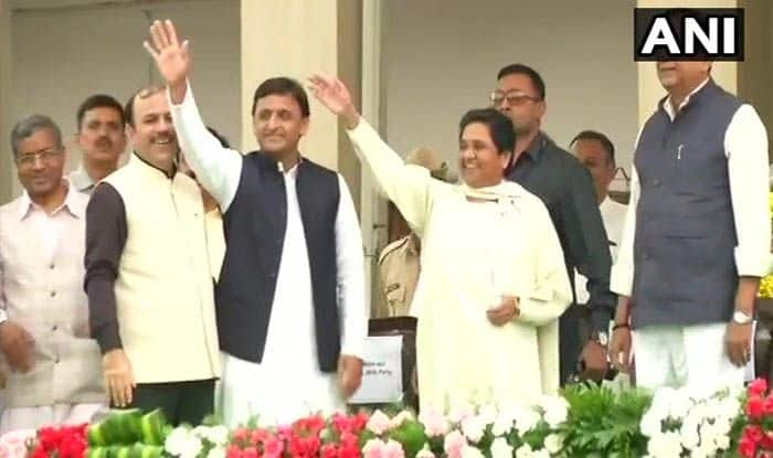 SP, BSP Seat-sharing Details Will be Announced in a Week, Says Akhilesh Yadav; Maintains Suspense on Tie-up With Congress