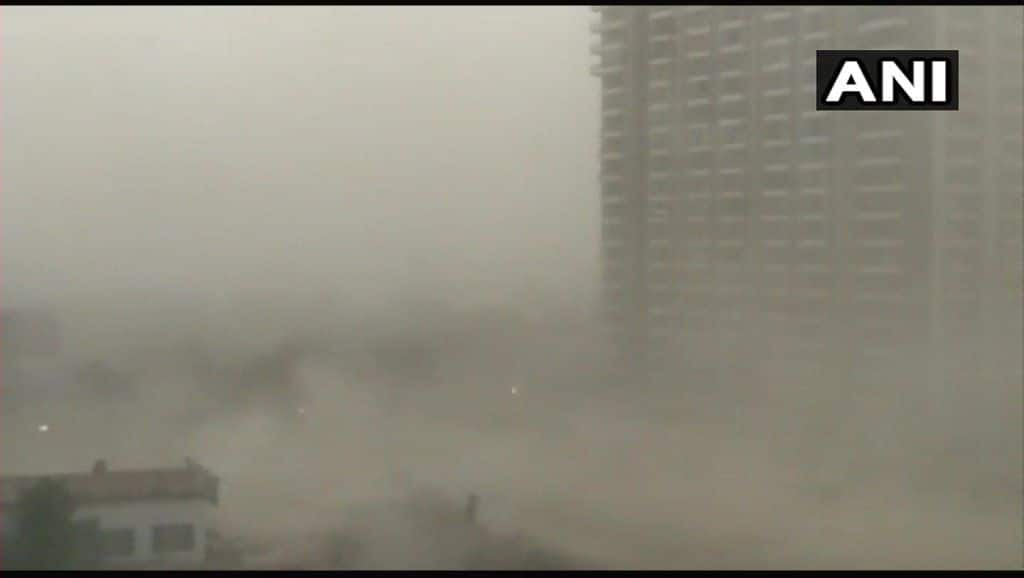 Massive dust storm hits Delhi-NCR in early morning today