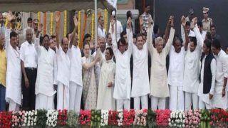 विपक्षी नेताओं के साथ मंच साझा कर खुश हैं कांग्रेस अध्यक्ष राहुल गांधी