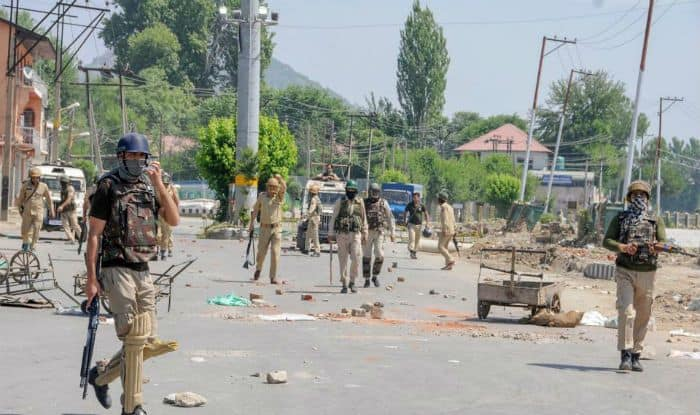 Jammu And Kashmir: Four CRPF Troopers, Civilians Injured in Series of Grenade Attacks by Terrorists in Srinagar; JeM Claims Responsibility