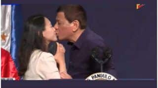 Philippines President Rodrigo Duterte Kisses Five Woman on Stage, Says Women Helped Him 'Get Cured' From Being Gay